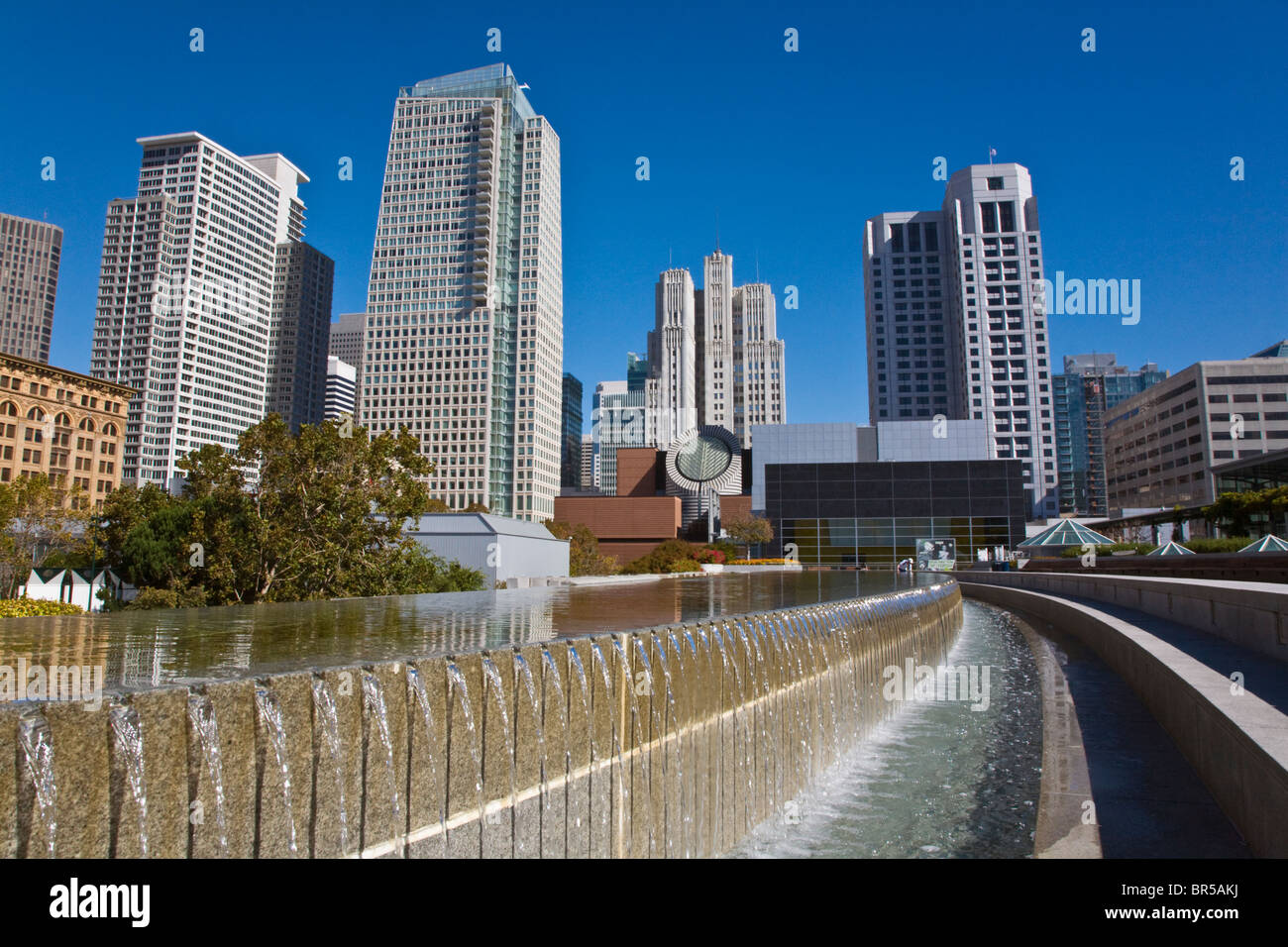 MARTIN LUTHER KING MEMORIAL WATER FOUNTAIN and the San Francisco Modern Art Museum YERBA BUENA CENTER -SAN FRANCISCO, - Stock Image
