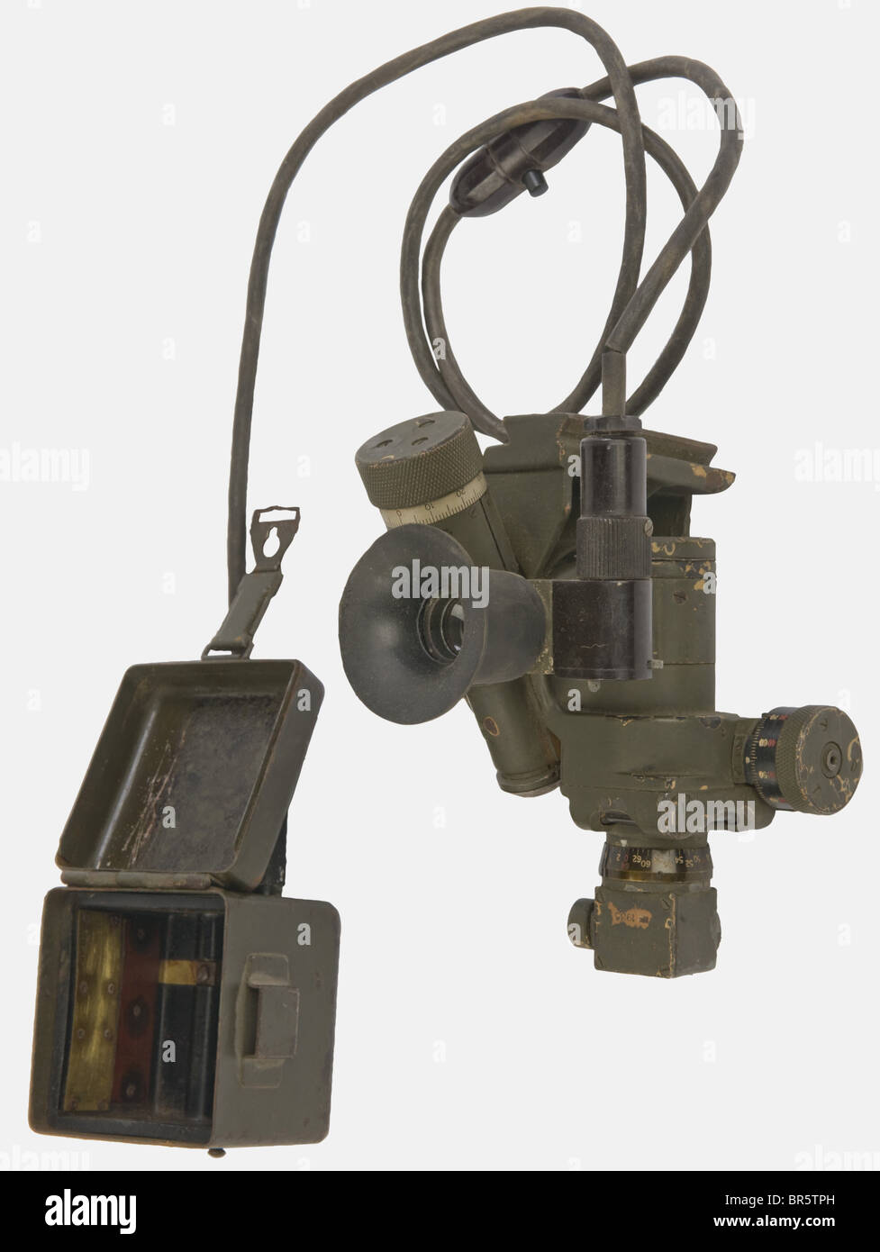 A MG 34/42 optical device, dated 1935, the lenses to be cleaned. We add an optical sight battery case and black - Stock Image