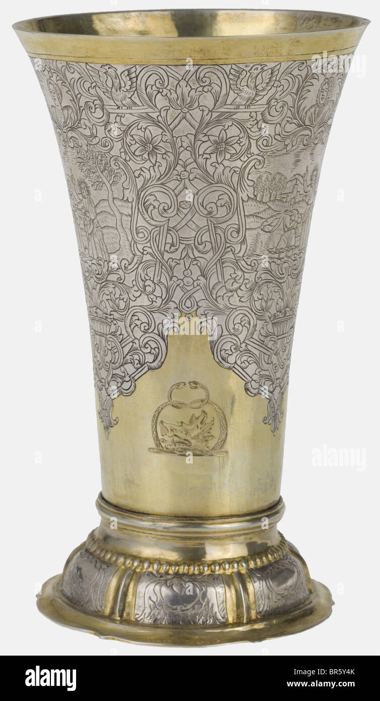 An engraved Frankfurt beaker, Master Johann Peter Beyer, circa 1740 Silver, partially gilt. Foil-curved foot with - Stock Image