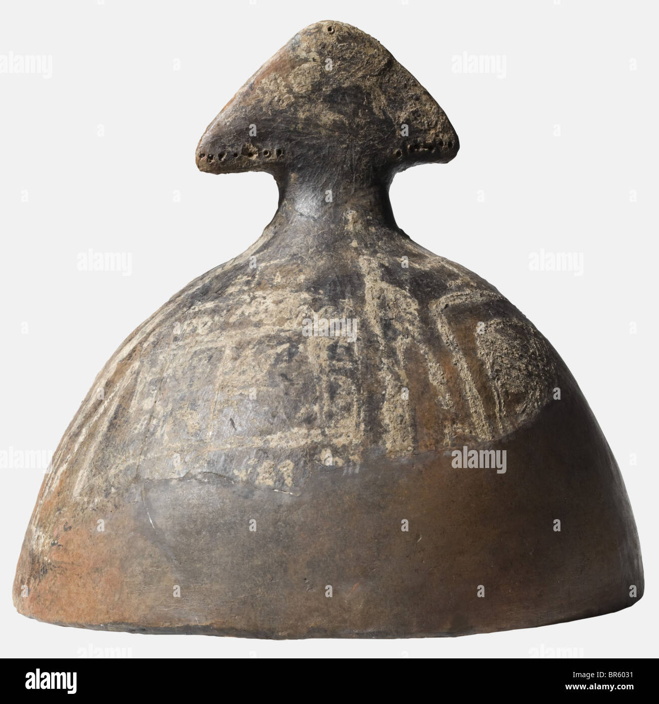 The lid of a cinerary urn, Villanova, 9th/8th century B.C. Hand-modelled pottery in the shape of an Etruscan helmet - Stock Image