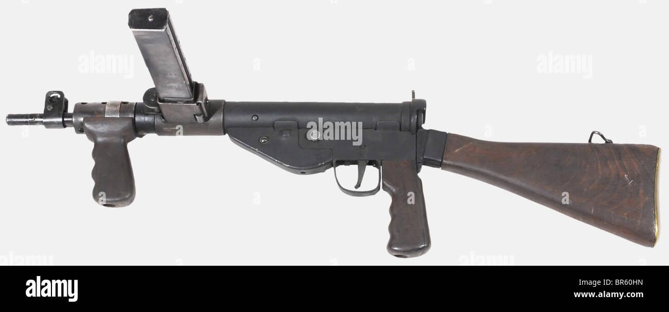 An English sub-machine gun STEN MK V, calibre 9 x 19, number