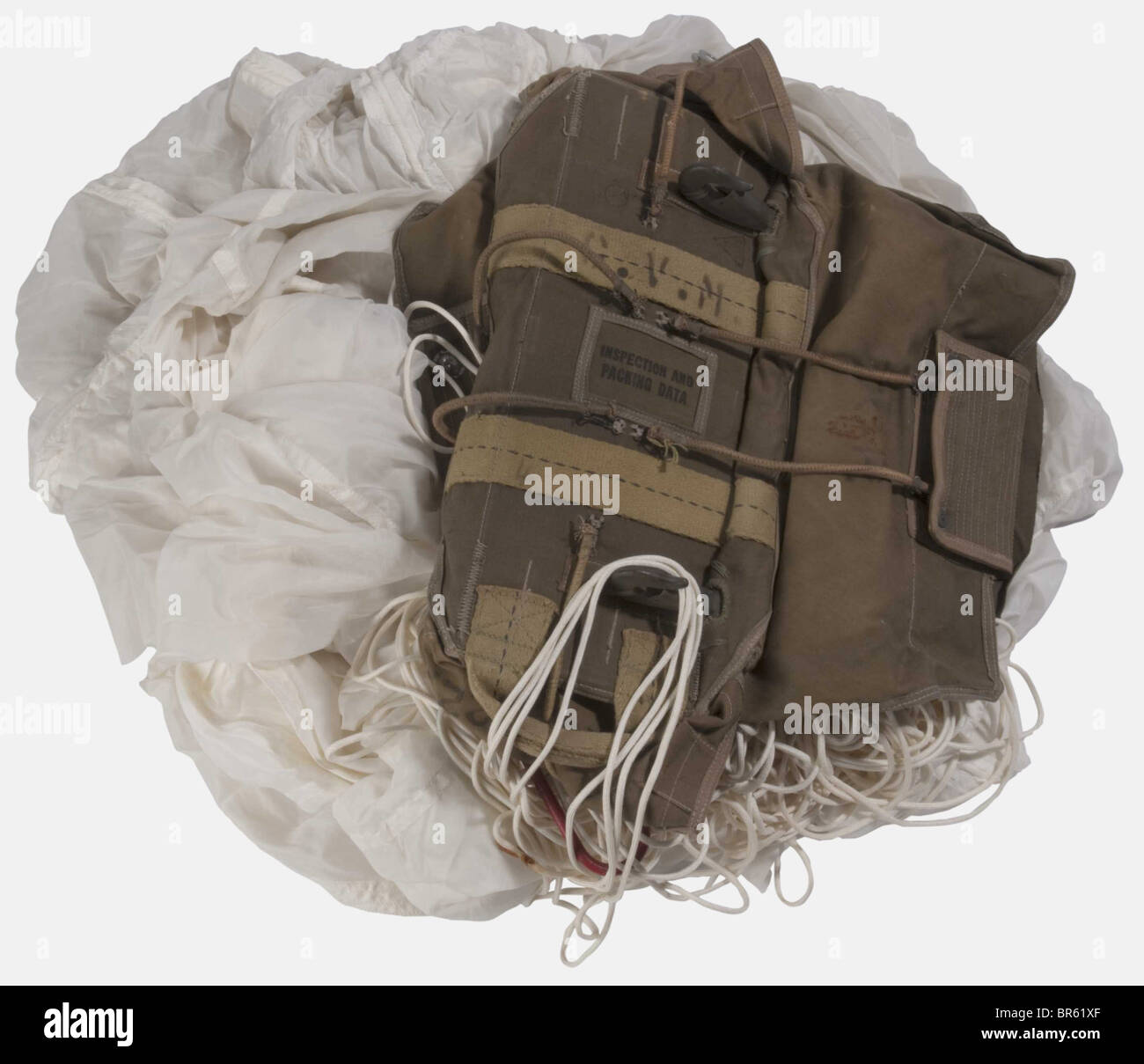 A US paratrooper reserve parachute, type T5 complete with cover, lines and canopy of white silk, dated 1943, with - Stock Image