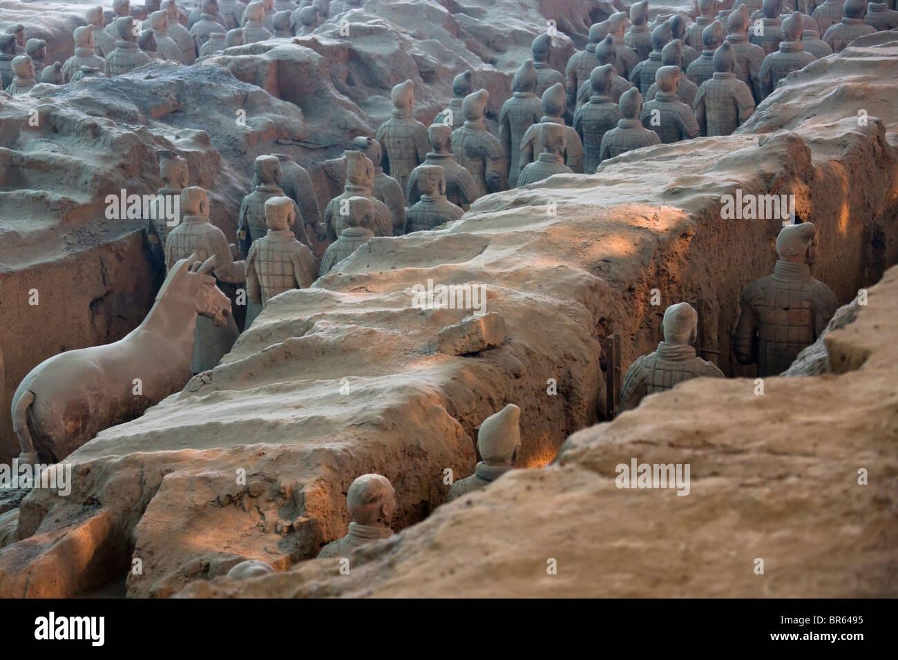 Terra cotta warriors, Emperor Qin Shihuangdi's Tomb, Xian ...