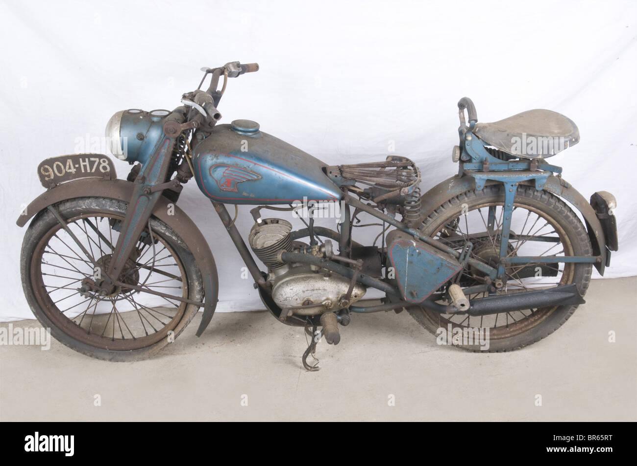VEHICULES MILITAIRES, Moto ARDIE VF 125 cc, Marque allemande fondée à Nuremberg en 1919 par Arno Dietrich, elle Stock Photo