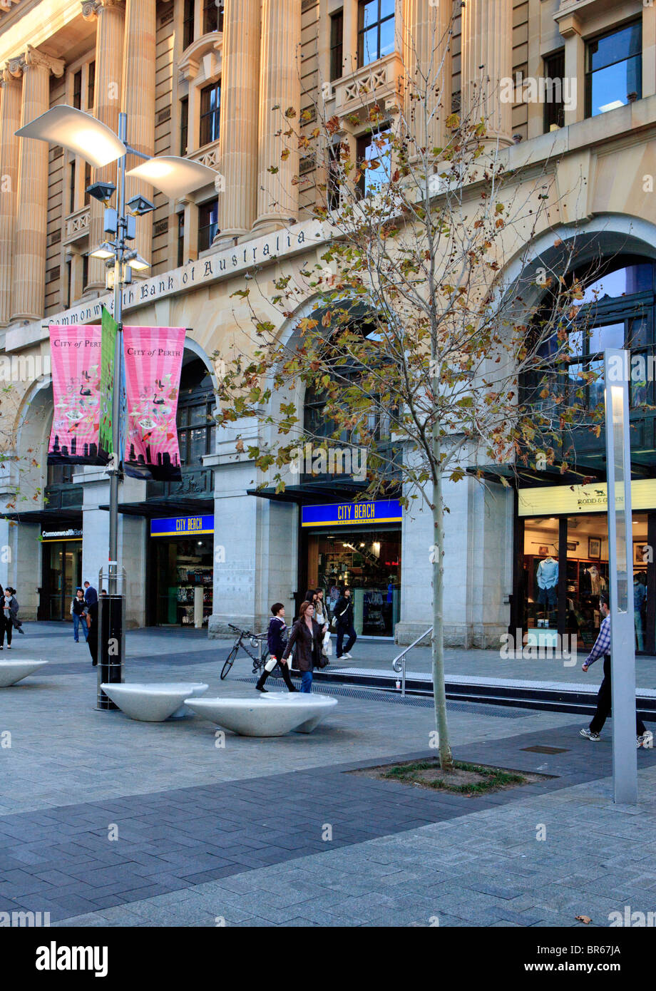 Murray Street Mall pedestrianised shopping precinct in Perth city centre. - Stock Image