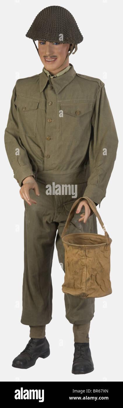 GRANDE-BRETAGNE, Membre de l'Armée Canadienne, en tenue de treillis, sur mannequin, comprenant un casque tortue Stock Photo