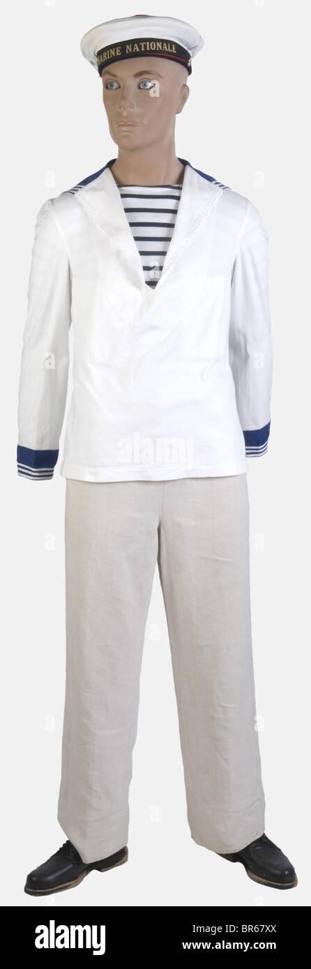 FRANCE, Marin francais, Un bachi récent avec sa bande tissée 'Marine Nationale' et sa coiffe blanche - Stock Image
