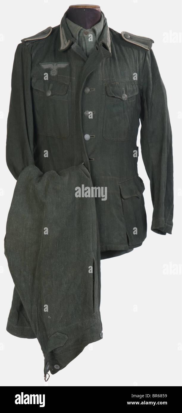 WEHRMACHT, Ensemble de sous-officier, comprenant une veste quatre poches treillis chevrons vert roseau avec ses Stock Photo