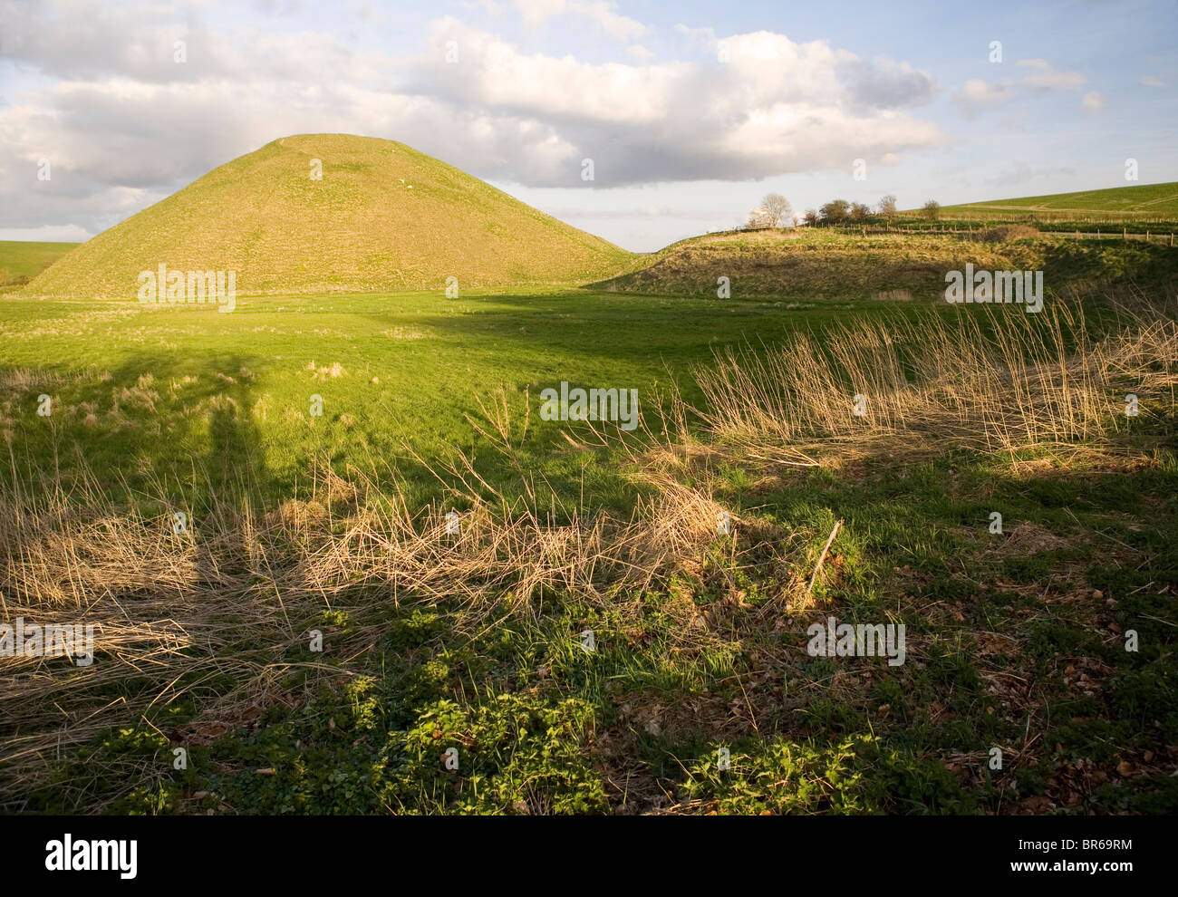 Silbury Hill, Wiltshire, England. A neoloithic monument. - Stock Image
