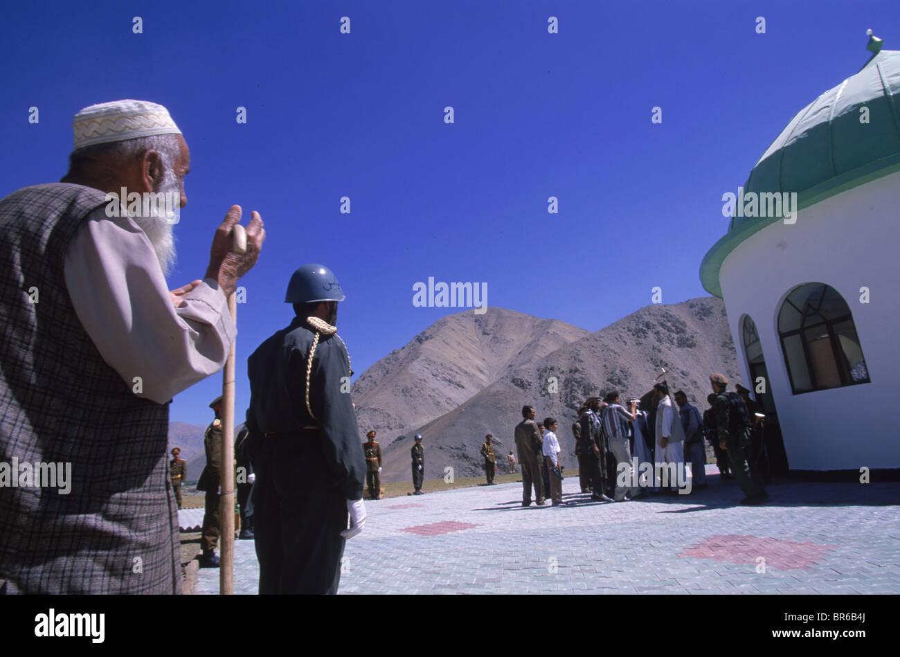 An elderly man prays outside the shrine of Ahmad Shah Masood in the Panjshir Valley. - Stock Image