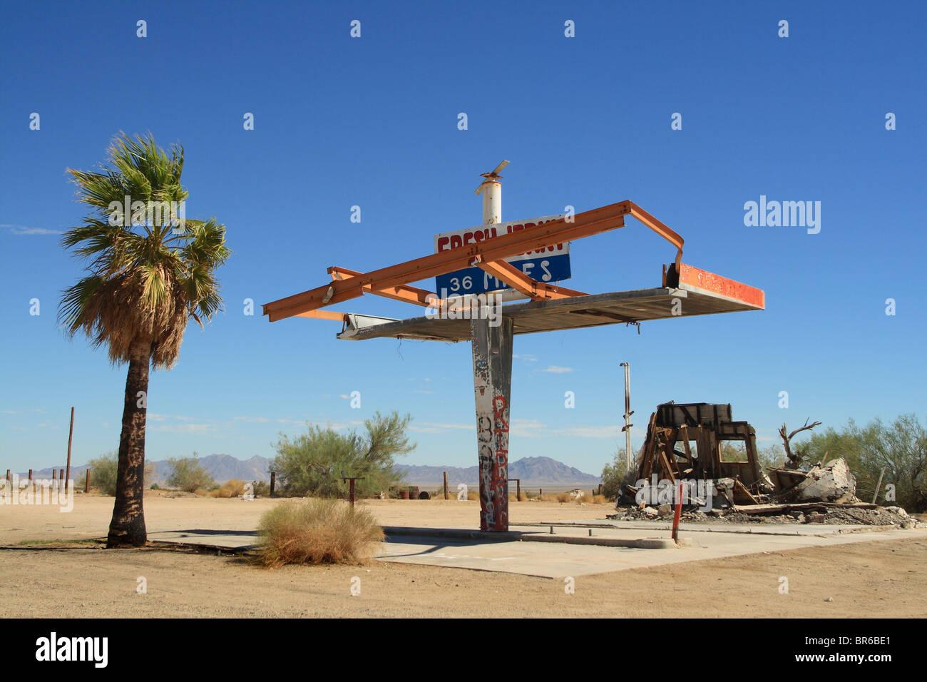 Abandoned gas station awning - Stock Image