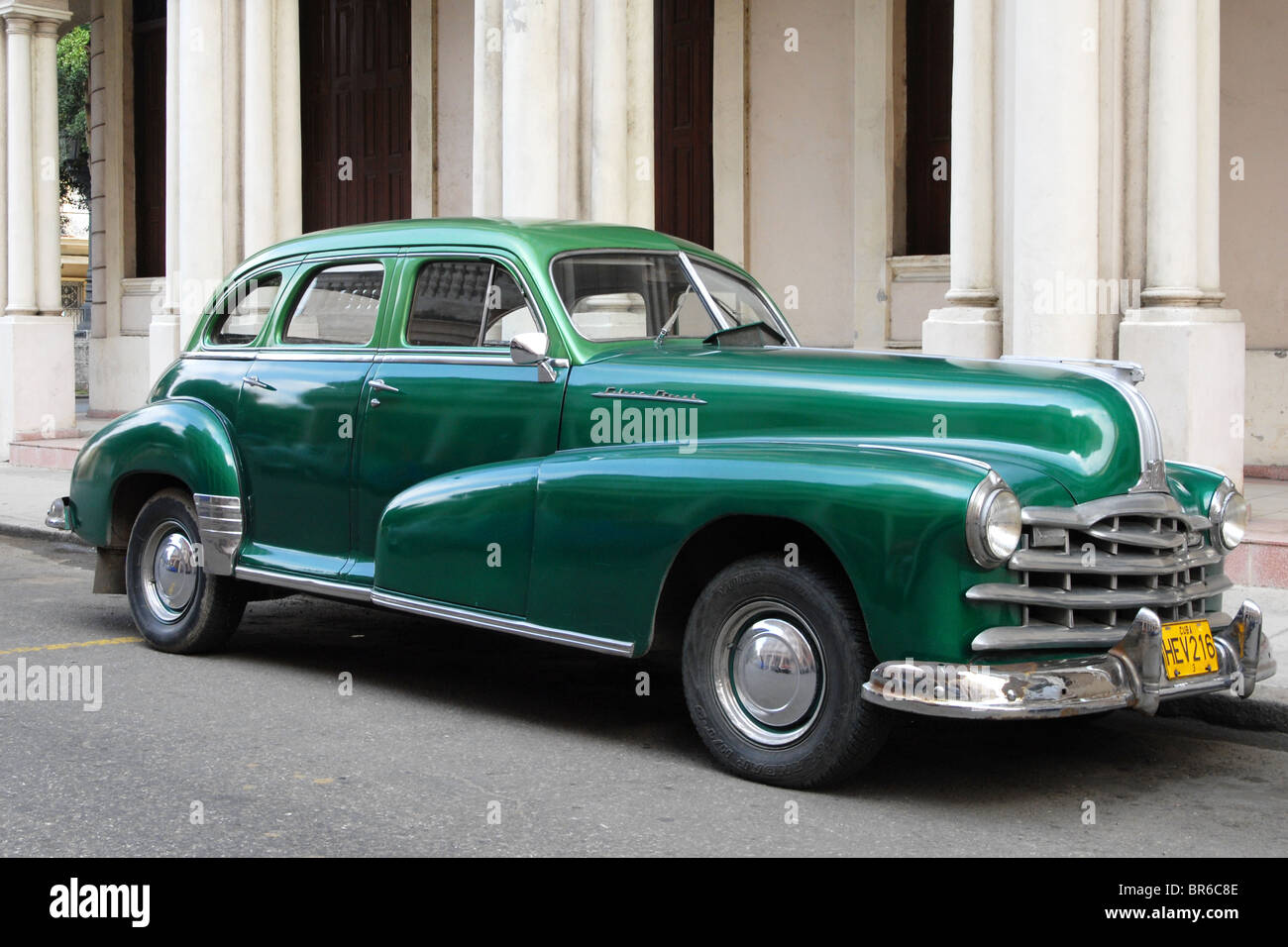 Silver Streak Stock Photos Images Alamy 1941 Pontiac A Green Classic Car Parked In Havana Cuba Image
