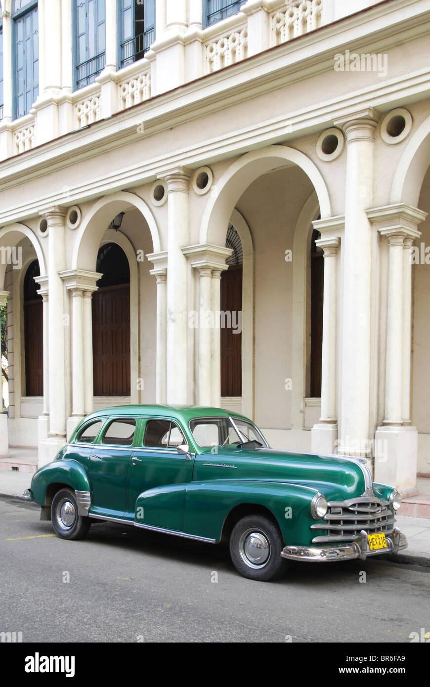 Pontiac Silver Streak Automobile Stock Photos 1941 Streamliner A Green Classic Car Parked In Havana Cuba Image