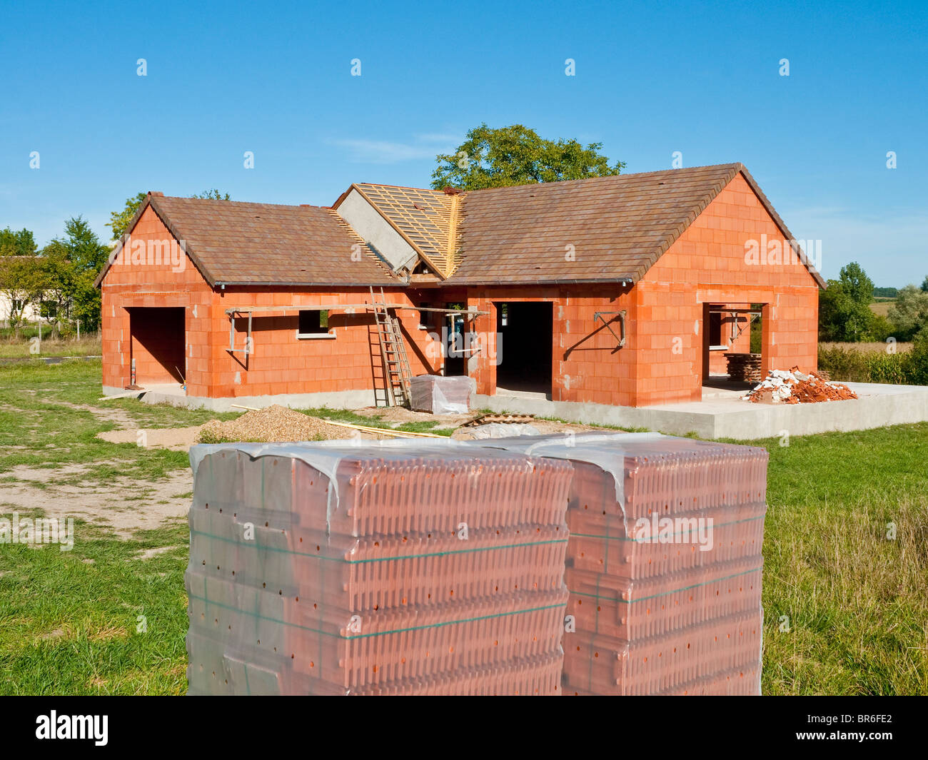 New Bungalow Pitched Roof Construction Stock Photos Amp New