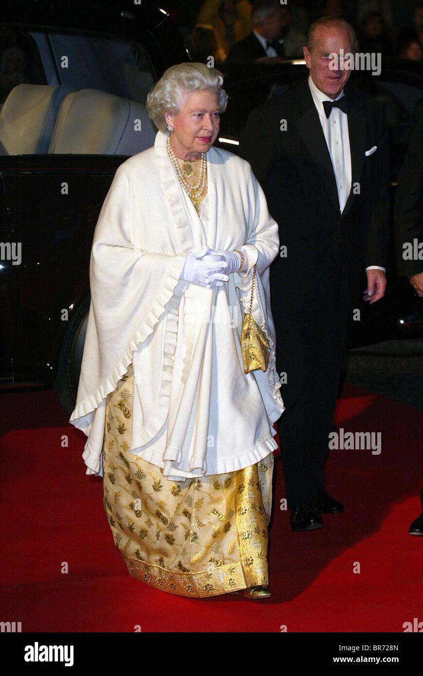 QUEEN ELIZABETH PRINCE PHILIP MEMBERS OF THE ROYAL FAMILY 18 November 2002 ROYAL ALBERT HALL LONDON ENGLAND - Stock Image