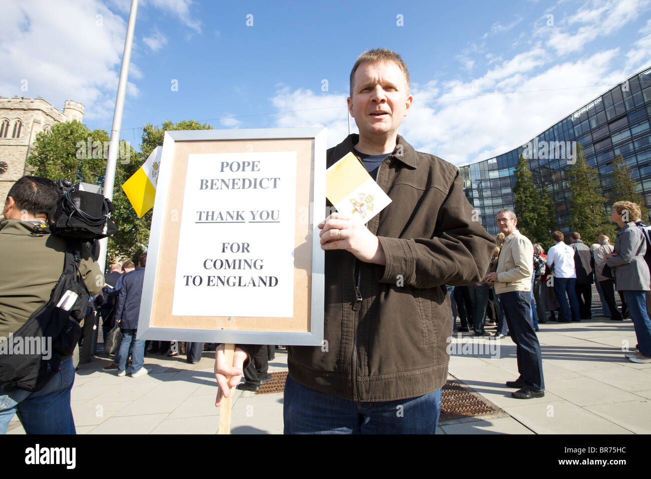 Supporters line the route for visit to London of Pope Benedict XVI - Stock Image