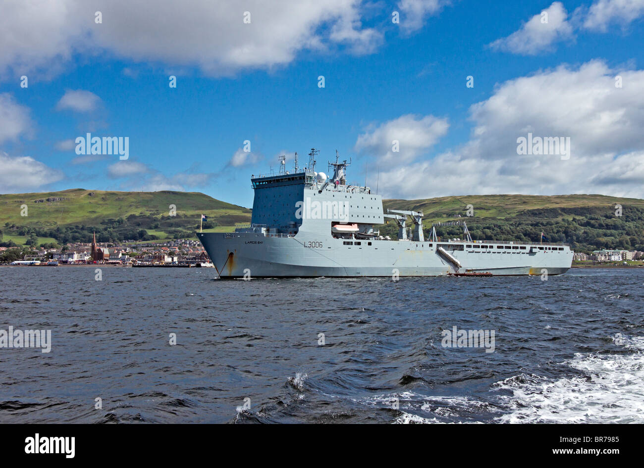 Bay Class Auxiliary Ship Alternative Landing Ship Logistic (ALSL) L3006 Largs Bay anchored appropriately at Largs - Stock Image
