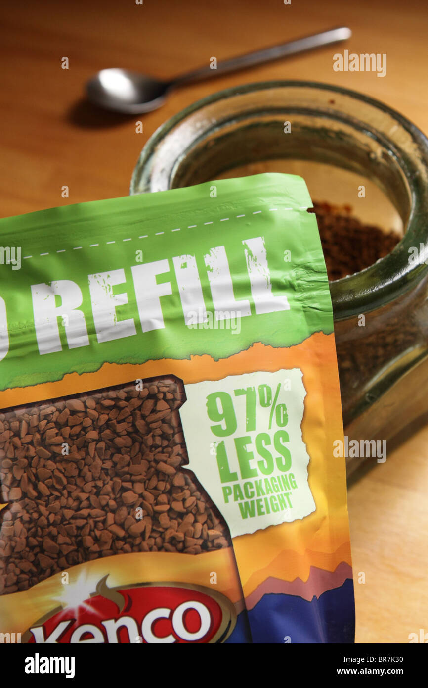 Eco Refill Kenco coffee packet reduces packaging material weight with no glass jar - Stock Image