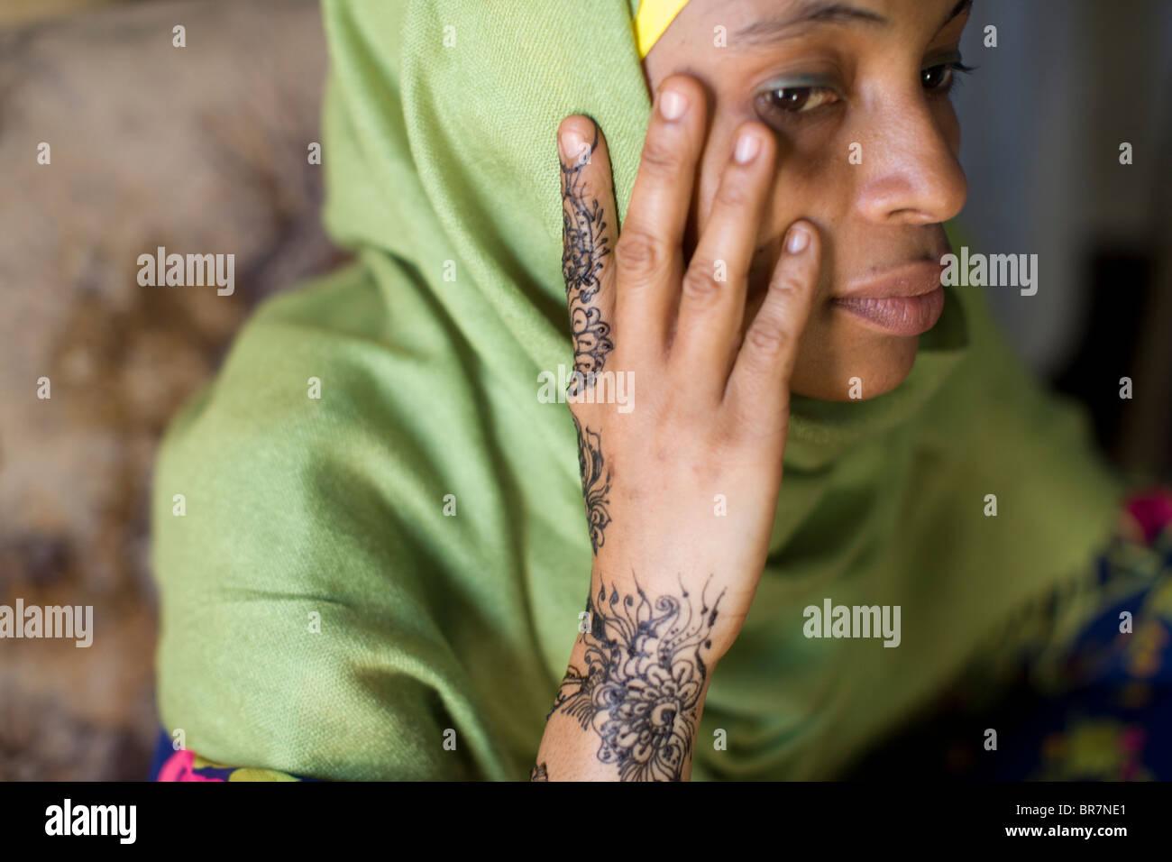 Young woman with henna art - Stonetown, Zanzibar, Tanzania. - Stock Image