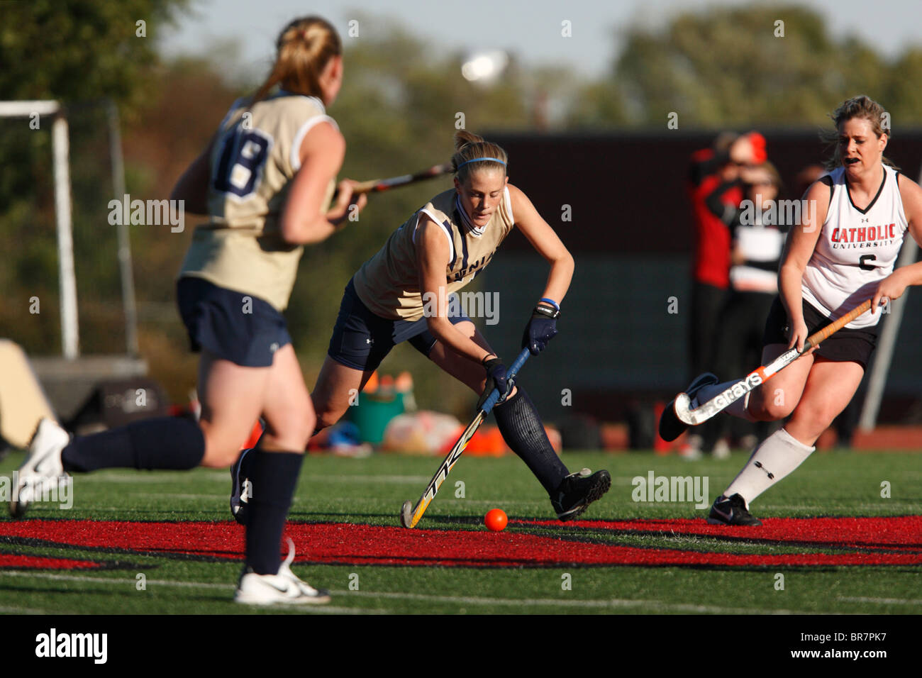 A Juniata College player passes the ball against Catholic University during the Landmark Conference field hockey - Stock Image