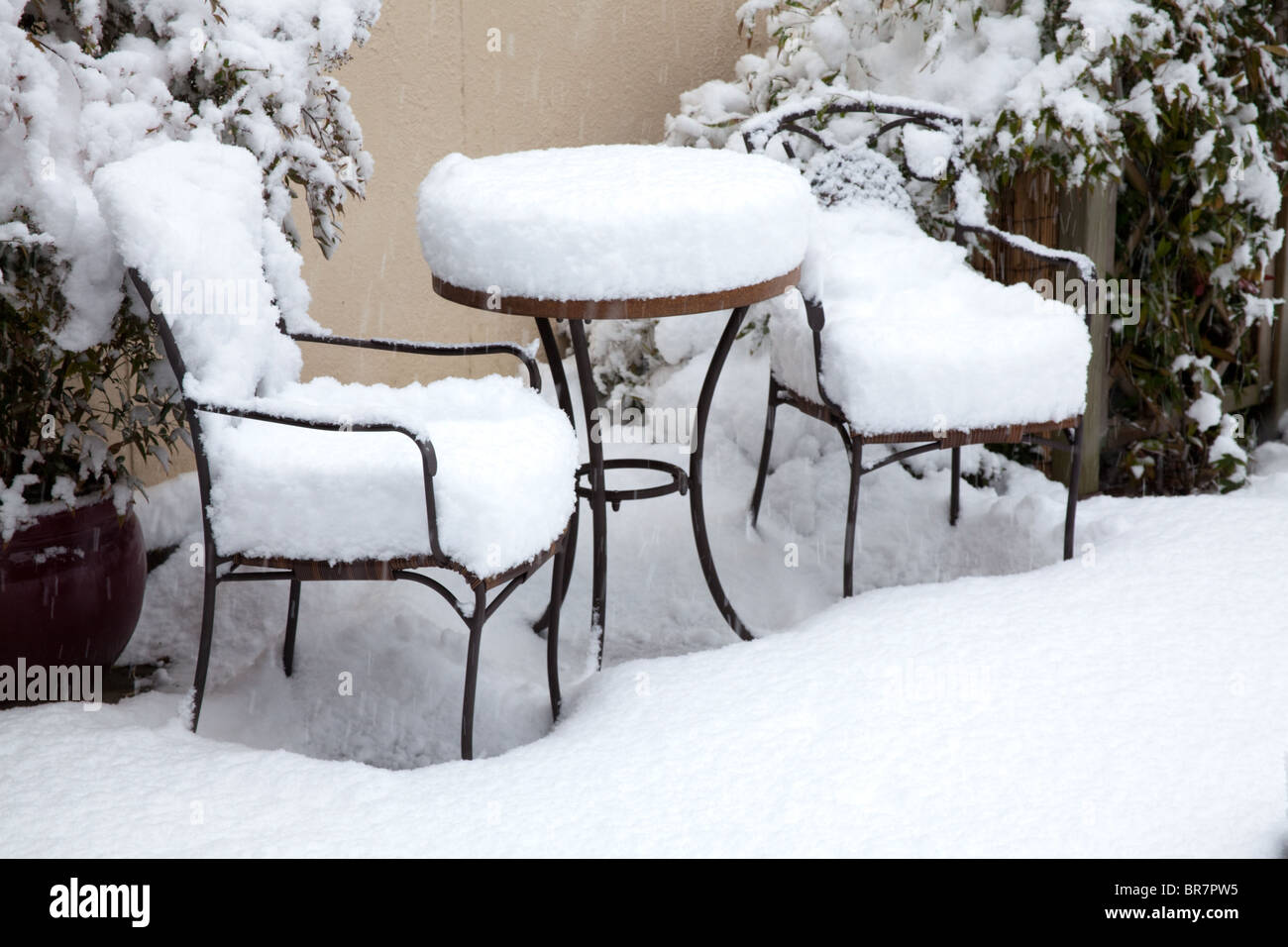 Winter scene showing a thick layer of snow covering a small garden table and two chairs & Small Table And Two Chairs Stock Photos u0026 Small Table And Two Chairs ...