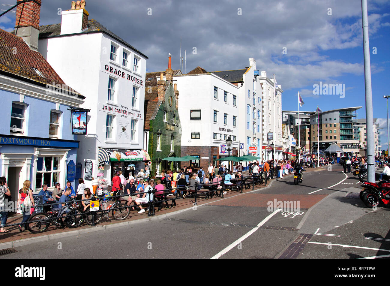 waterfront shops and pubs the quay poole dorset england united stock photo 31520577 alamy. Black Bedroom Furniture Sets. Home Design Ideas