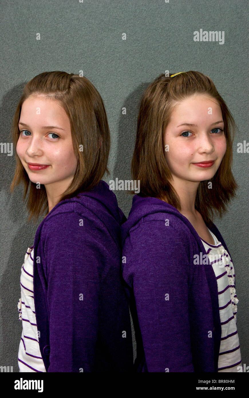 identical-teenage-twin-girls