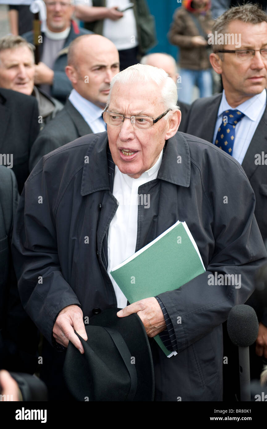 Ian Paisley addresses crowd or anti papal protesters in Edinburgh on the day of the papal visit, 16th September - Stock Image