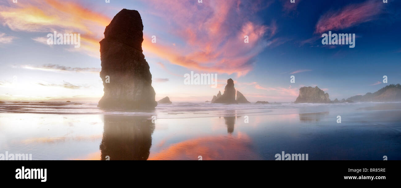 Low tide and sunset reflection at Samuel H. Boardman State Scenic Corridor. Oregon - Stock Image
