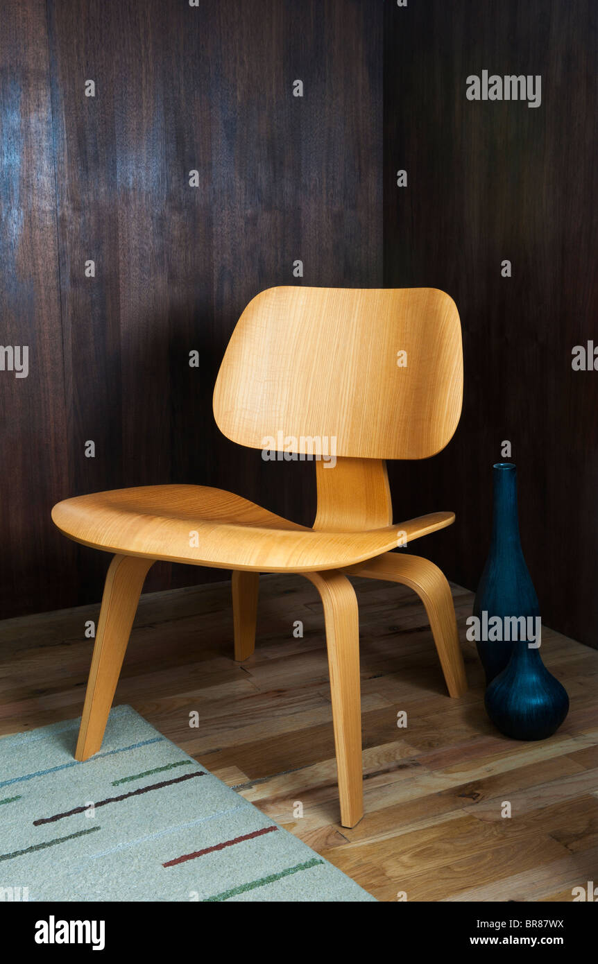EAMES MOLDED PLYWOOD LOUNGE CHAIR Stock Photo
