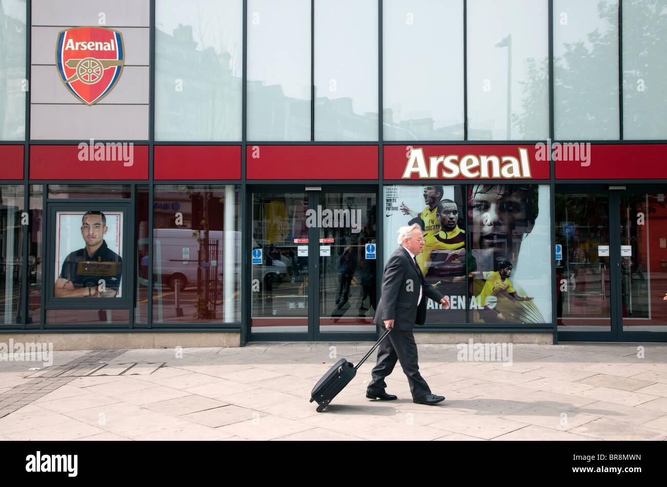 5f76eaeb77e Arsenal FC shop in Finsbury Park, North London Stock Photo: 31539473 ...
