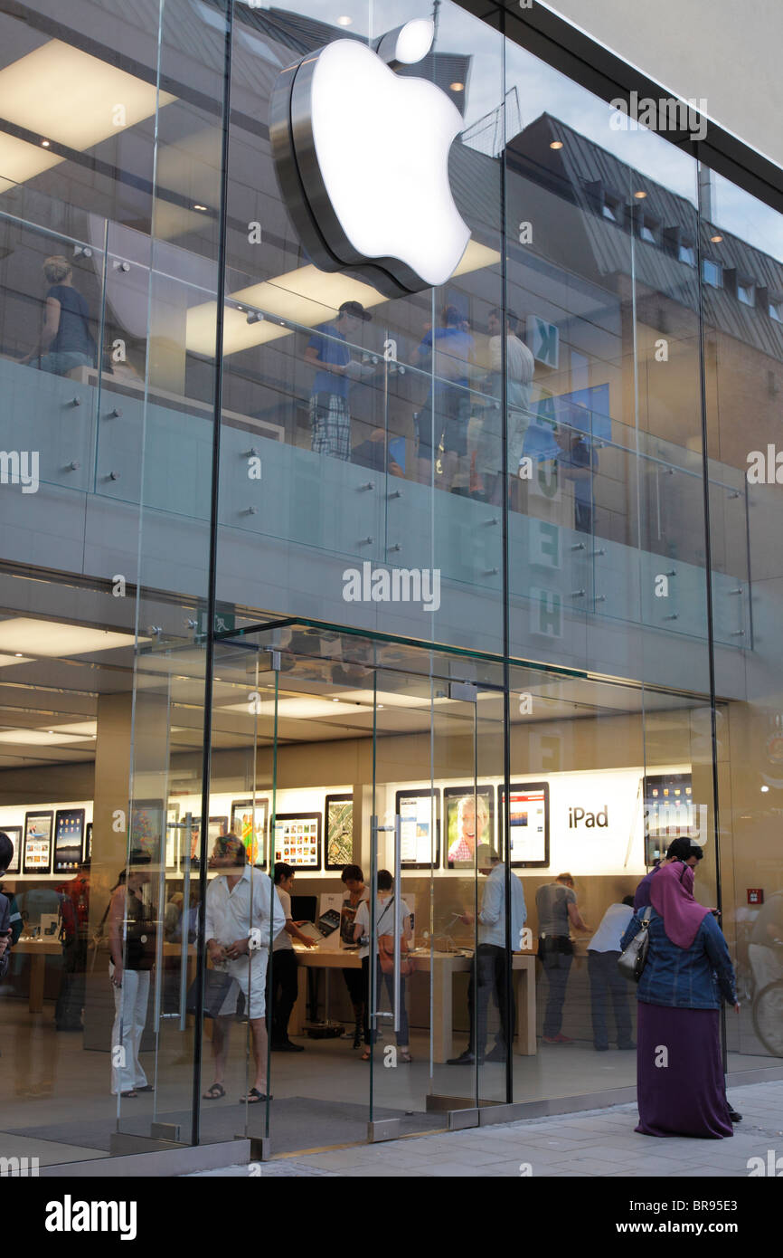 apple store at Marienplatz in Munich - Stock Image