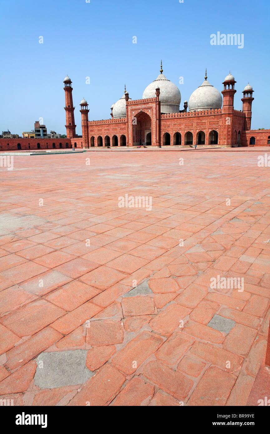 Courtyard of the Badshahi mosque, Lahore, Punjab, Pakistan - Stock Image
