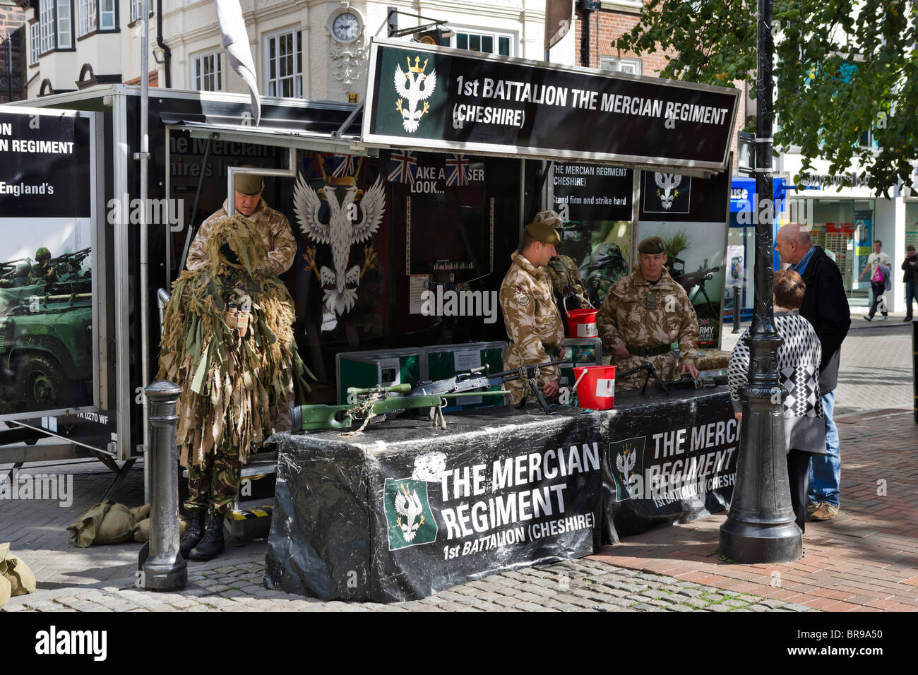 Army recruiters for the 1s Battalion the Mercian Regiment (Cheshire) in Chester town centre, Cheshire, England, - Stock Image