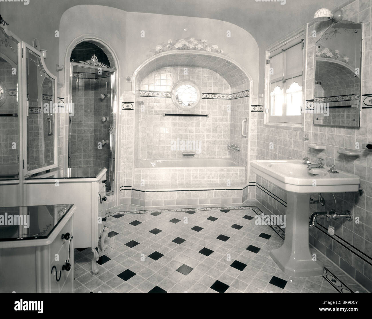 1920s Interior Upscale Tiled Bathroom Stock Photo Alamy