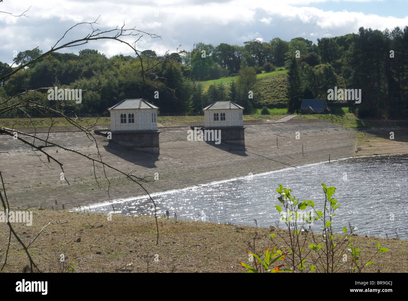 The Damn across the Lindley Wood Reservoir  at a time of drought which supplies water to the Leeds Area Otley West - Stock Image