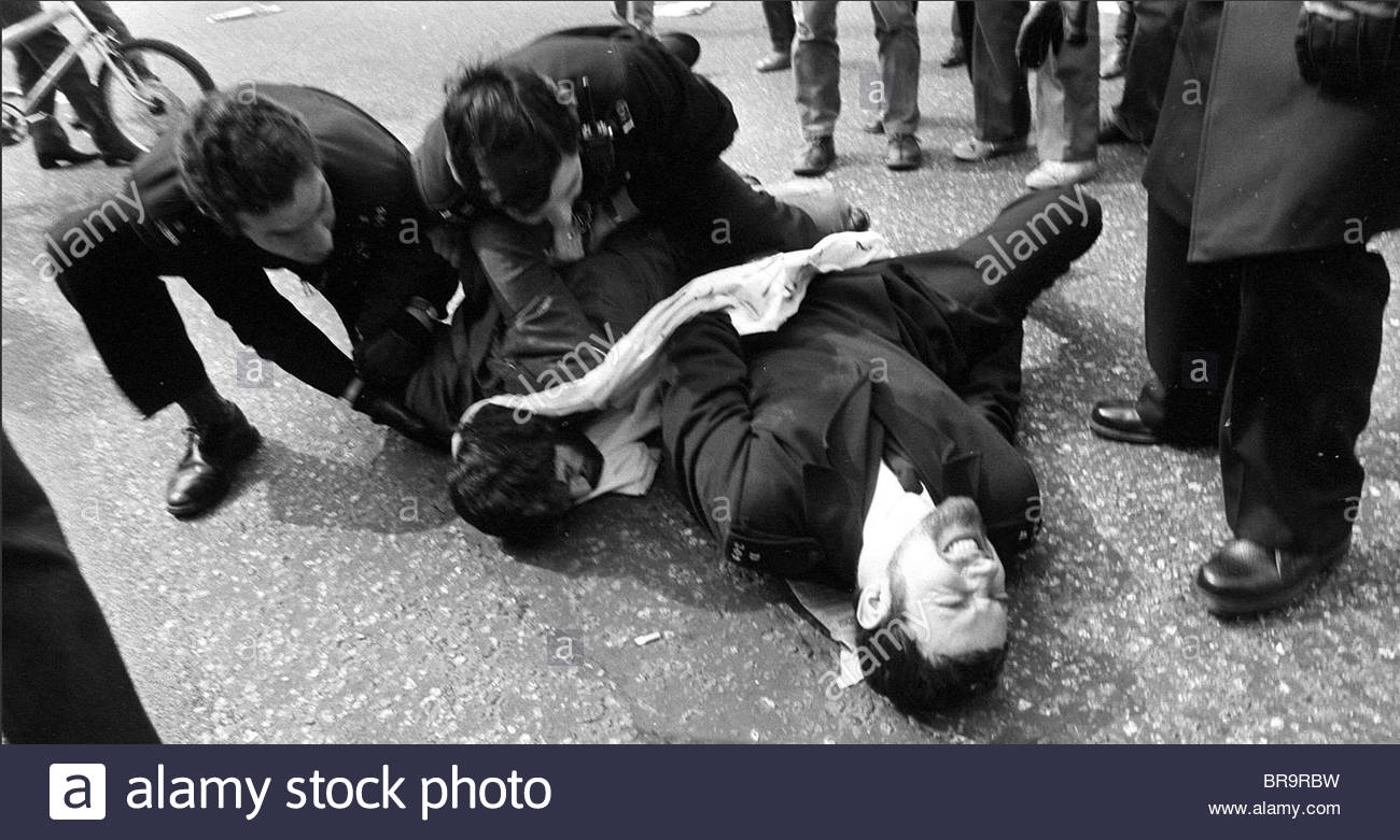 A DEMONSTRATOR IS PINNED DOWN BY POLICE DURING THE EMBASSY SIEGE. BRITISH POLICEMEN ARREST IRANIAN SIEGE LONDON - Stock Image