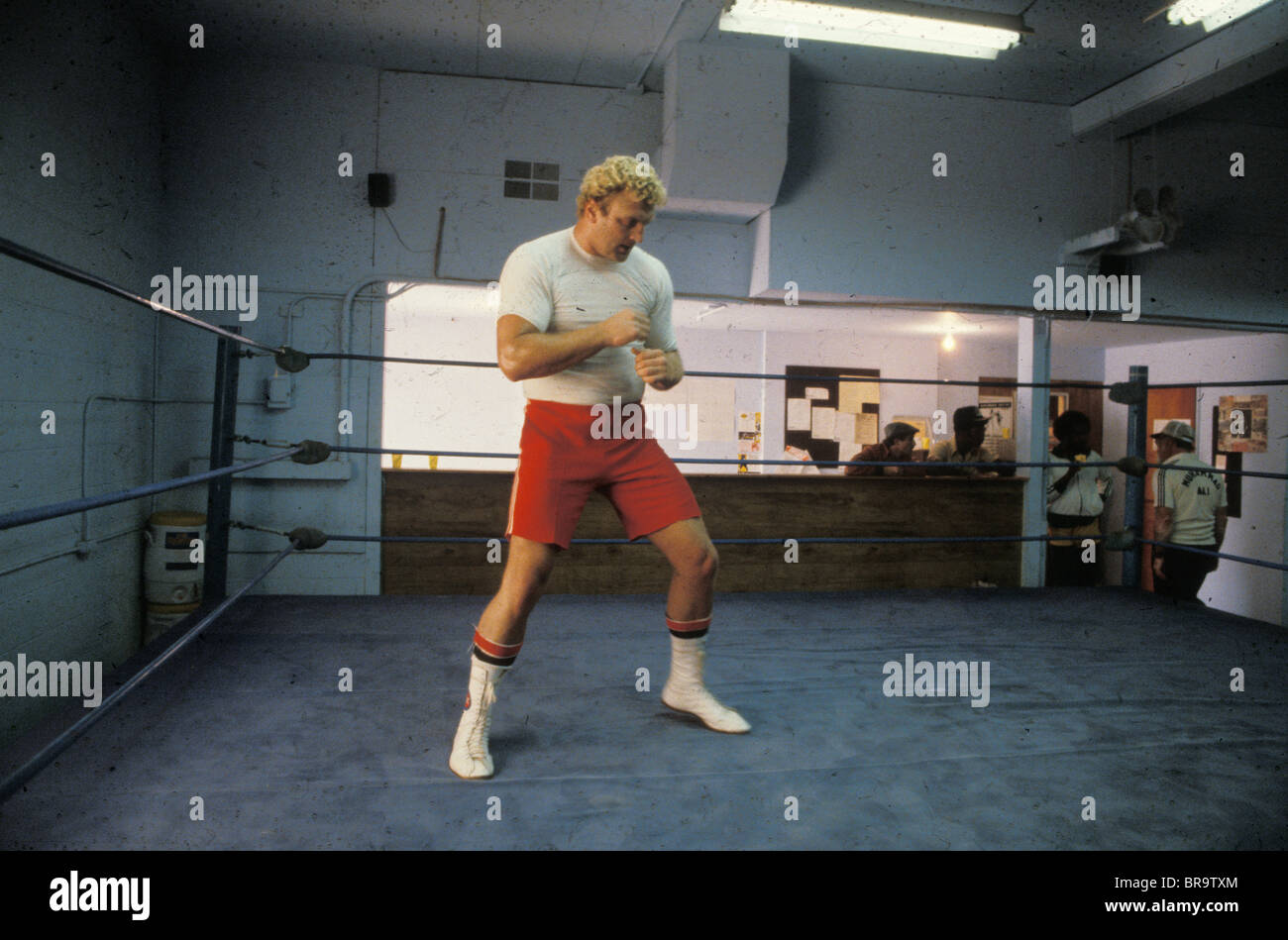 Former boxing heavyweight champion Joe Bugner works in Gold's Gym in Santa Monica in the 1980s - Stock Image