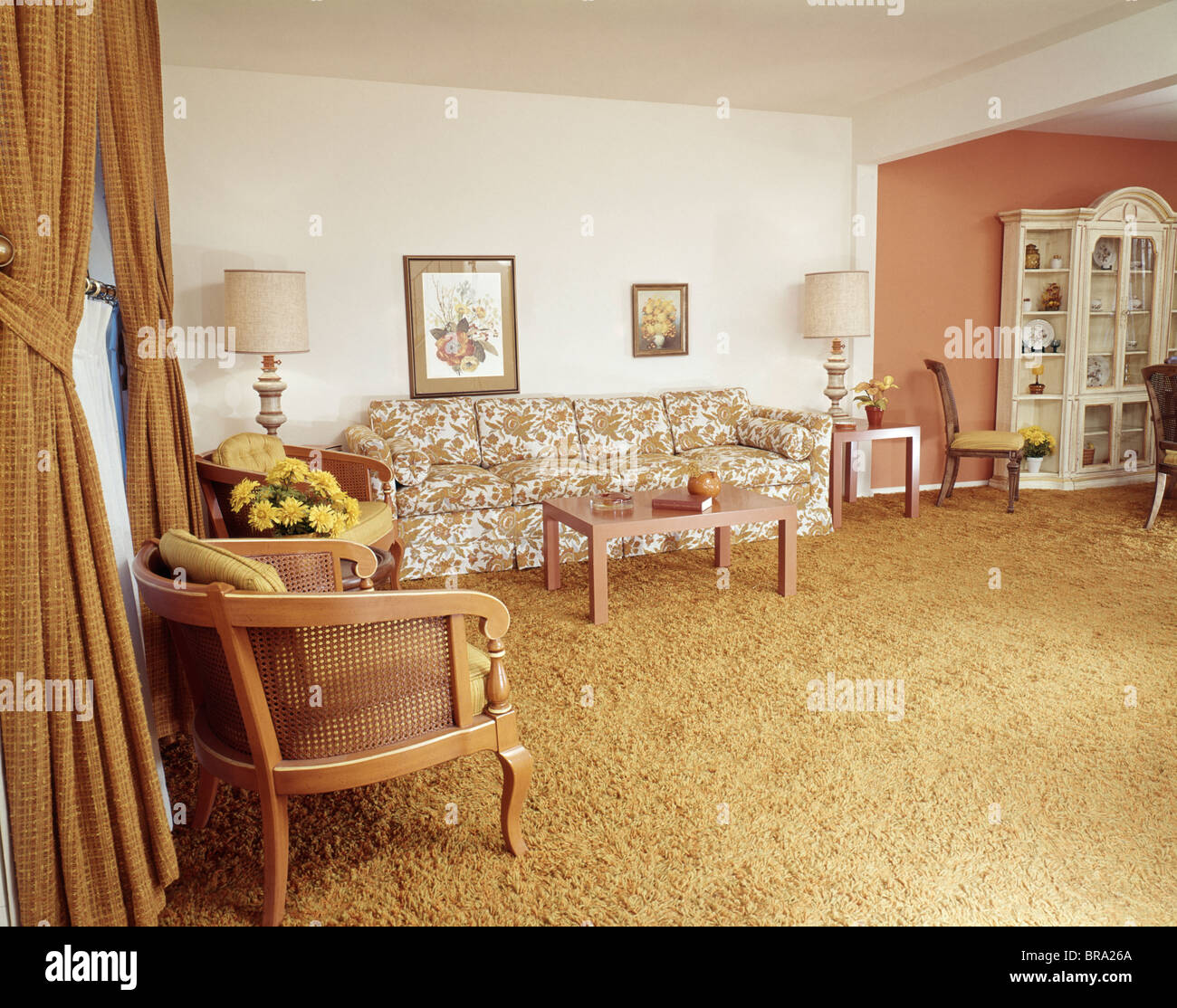 1970s ORANGE AND YELLOW LIVING ROOM INTERIOR   Stock Image