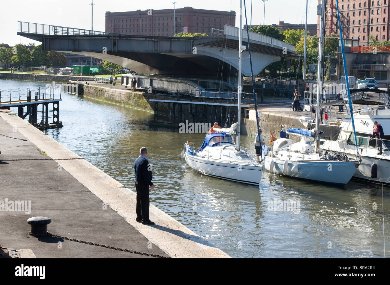 Lock keeper watches boats enter the Brunel lock - Stock Image