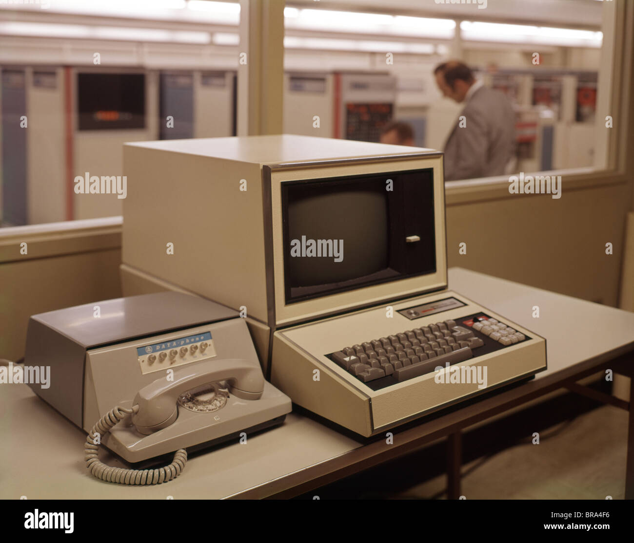 1960-1960s-retro-computer-modem-telephon