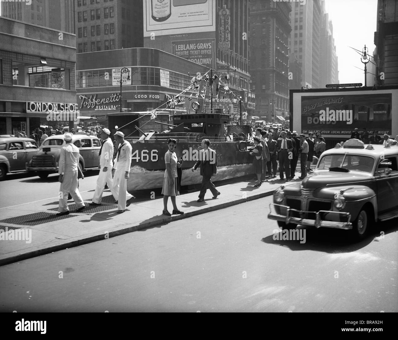 1940s 1942 MINIATURE DESTROYER ACTS AS A NAVY RECRUITING STATION IN TIMES SQUARE NEW YORK CITY - Stock Image