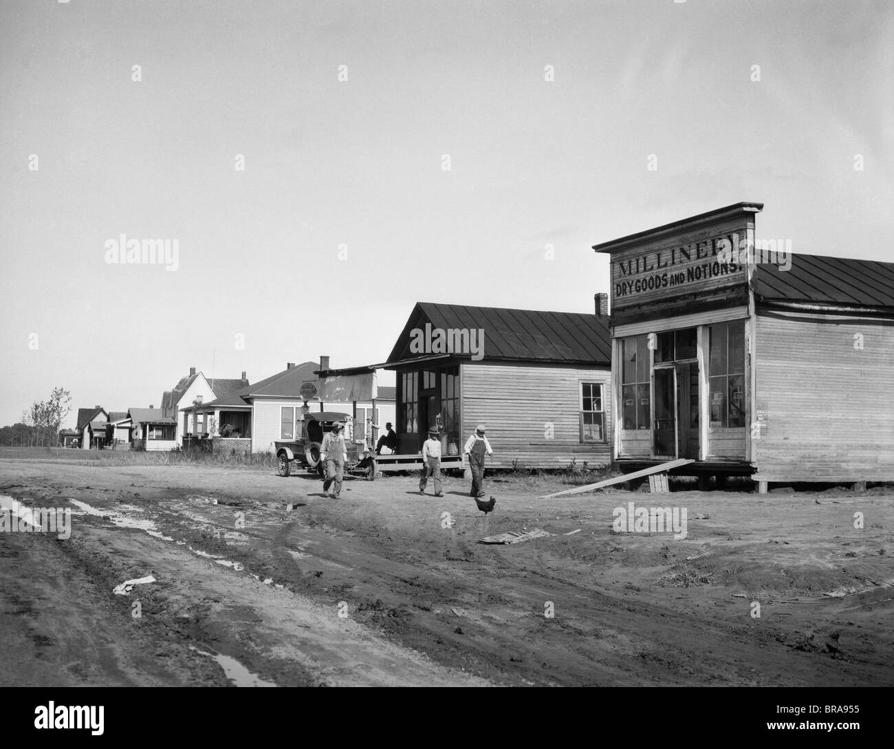 1920s 1928 MAIN STREET OF COLUMBUS KY WHICH WAS MOVED TO HIGHER GROUND AFTER THE 1927 FLOOD OF THE MISSISSIPPI RIVER - Stock Image