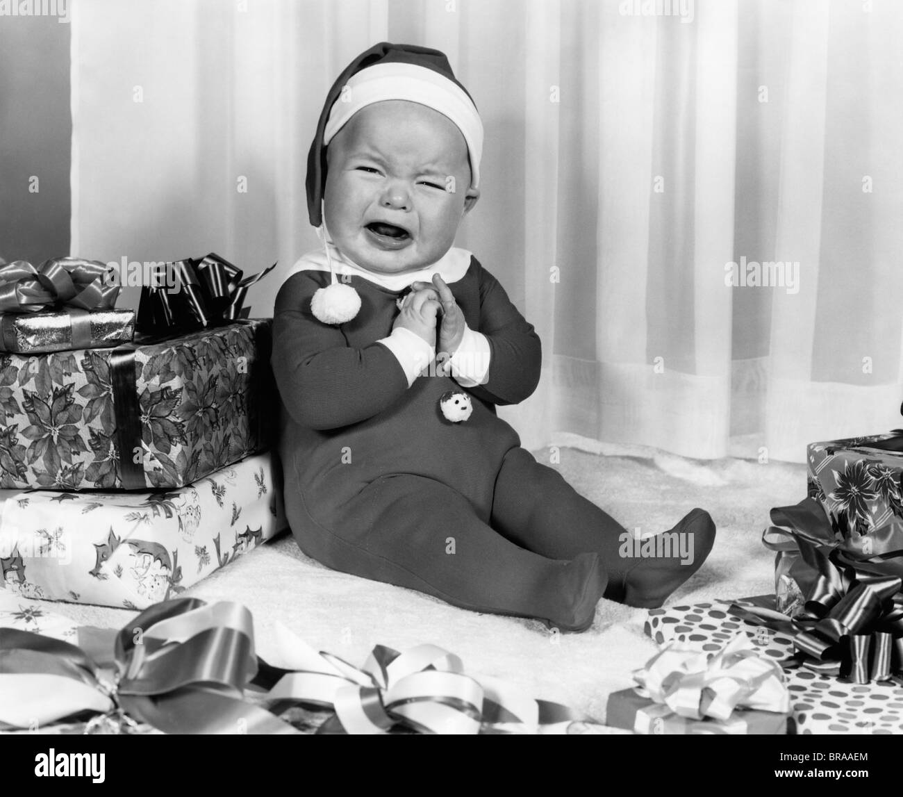 1950s 1960s CRYING BABY DRESSED LIKE SANTA CLAUS - Stock Image