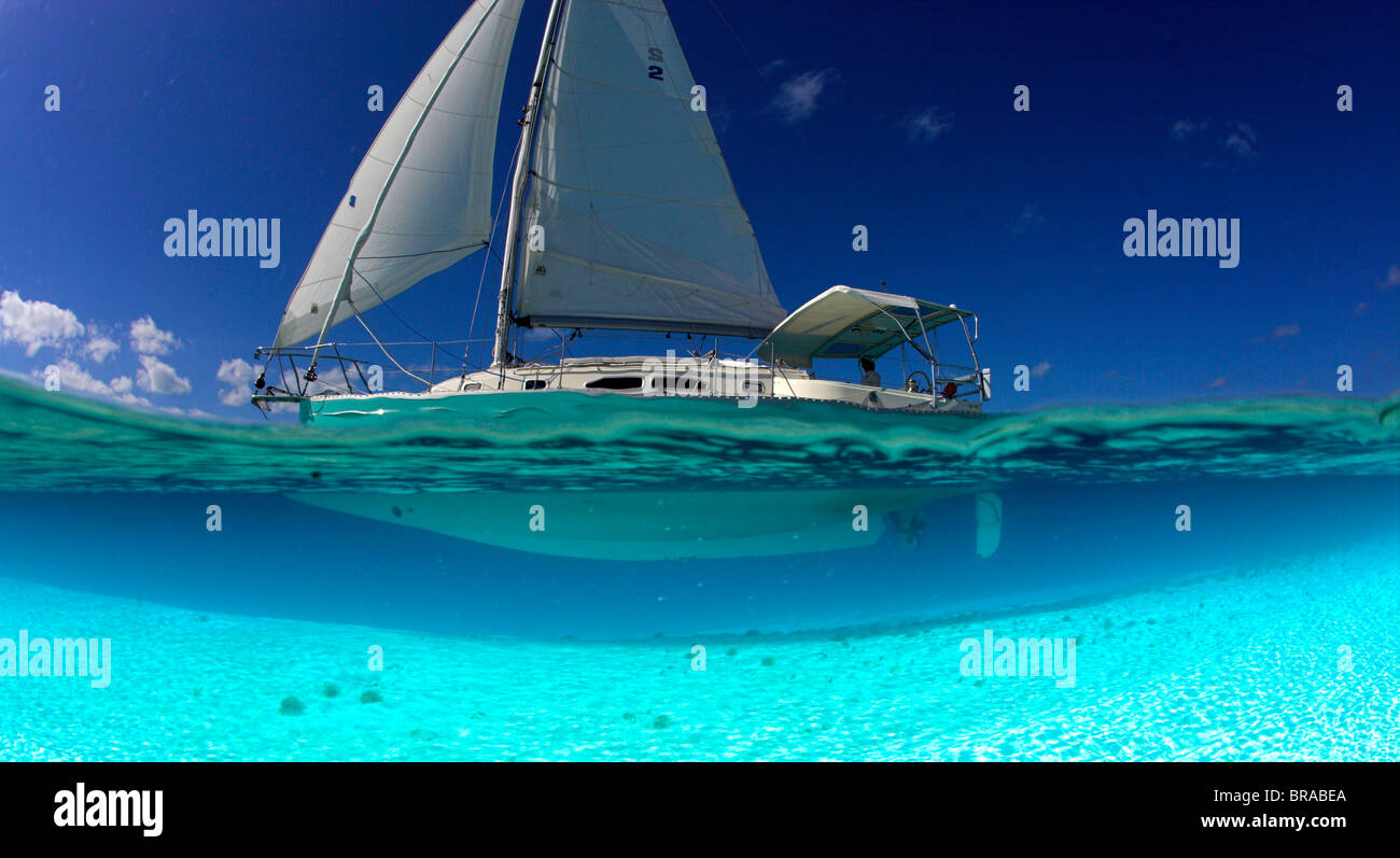 Split-level view of the hull of a Shannon Shoalsailor illustrating this innovative, keelless, shallow draft beach - Stock Image