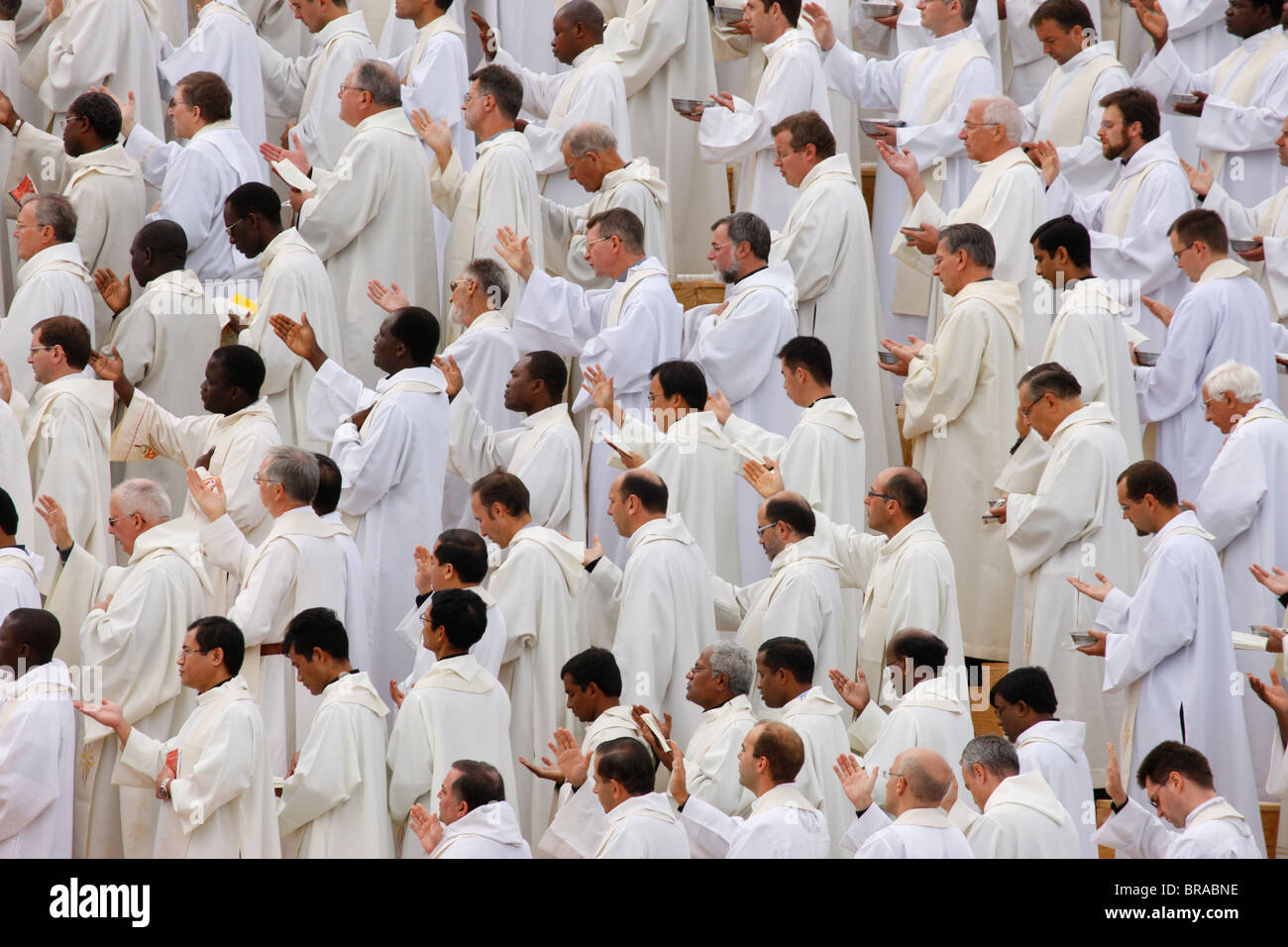 Catholic Priests In White Robes High Resolution Stock Photography And Images Alamy