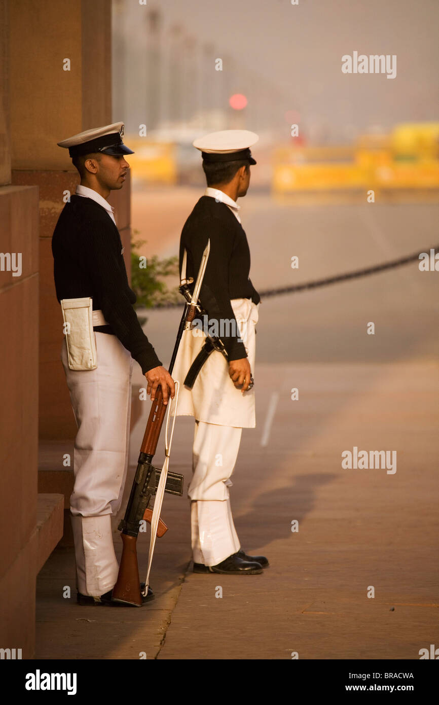 Indian servicemen stand guard at India Gate, the national war memorial designed by Sir Edwin Lutyens, in New Delhi, - Stock Image