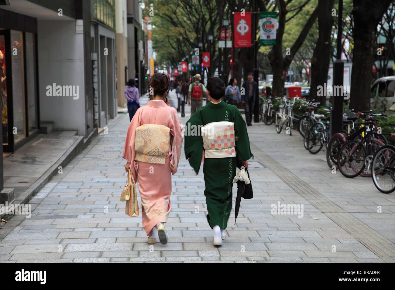 Omote-sando, upscale shopping boulevard lined with designer stores, Harajuku, Tokyo, Japan, Asia - Stock Image
