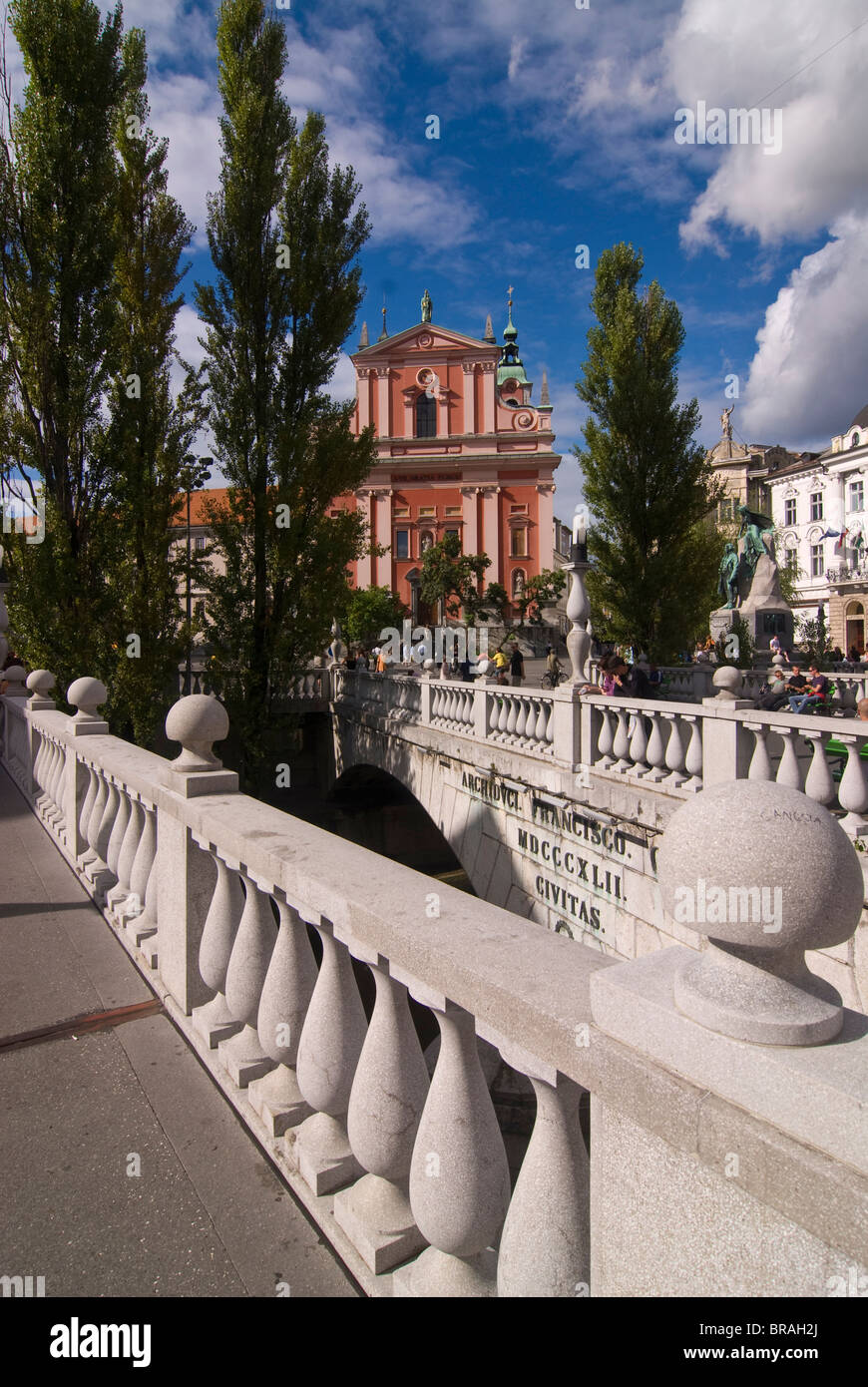 The triple bridge with the Franciscan Church of the Annunciation in Ljubljana, Slovenia, Europe - Stock Image