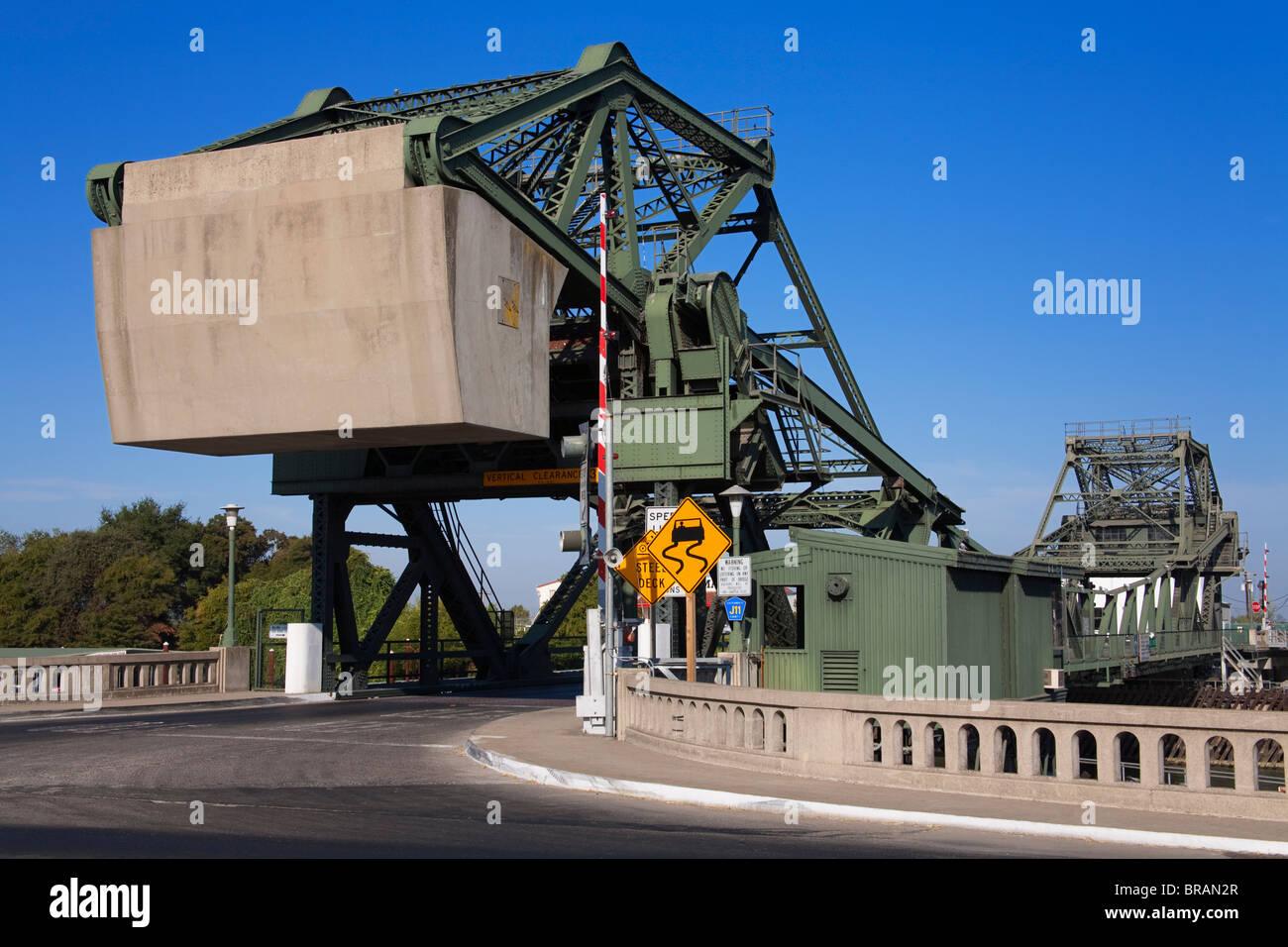 Lift bridge over the Sacramento River in Walnut Grove, Sacramento Delta Region, California, United States of America - Stock Image